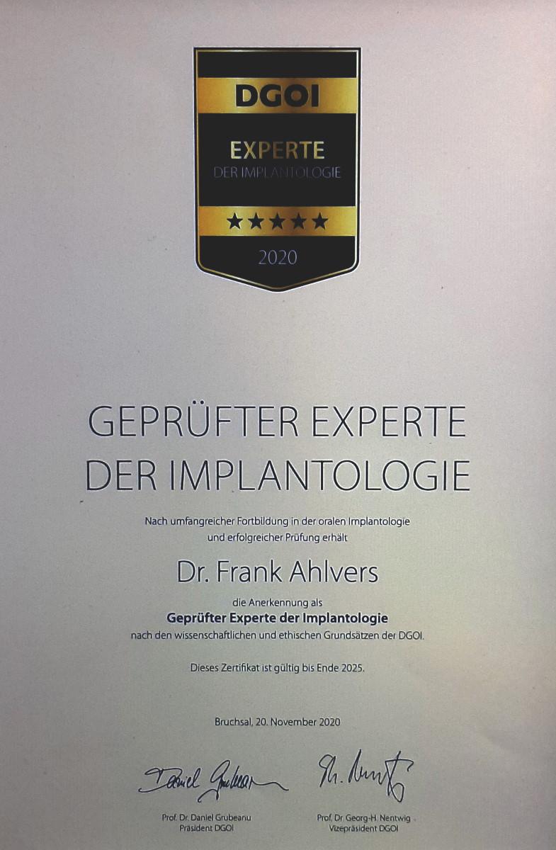 Geprüfter Experte für Implantologie