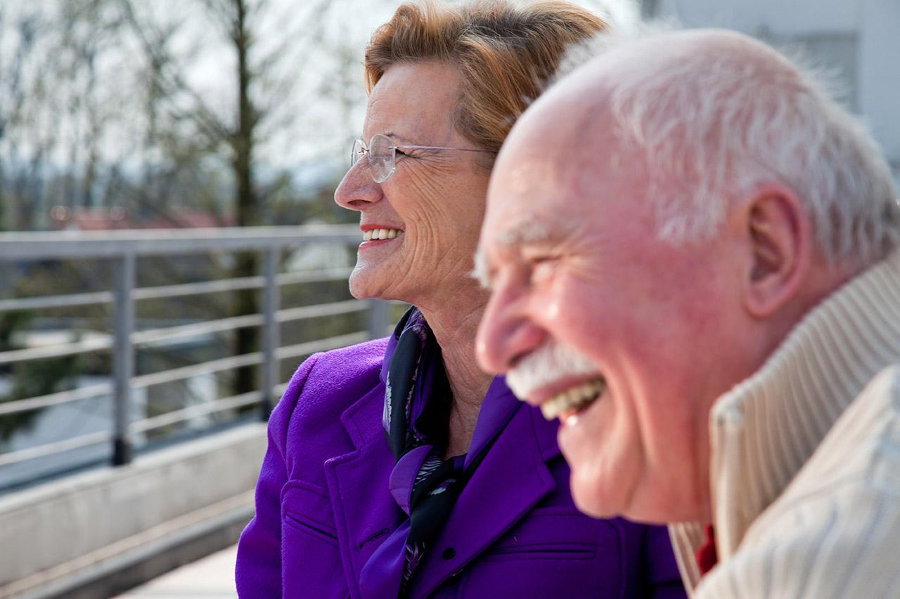 senioren-paar-altersheim-09