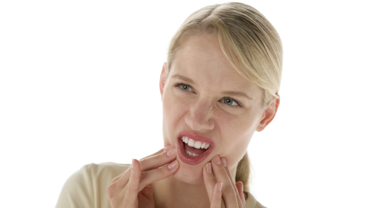 Frau Zahnschmerzen © proDente ev